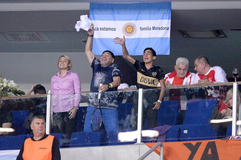 Maradona je srčano navijao, pjevao, skandirao...