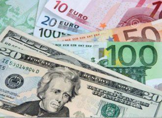 """Dolar prijeti da """"ponizi"""" euro već za mjesec dana"""