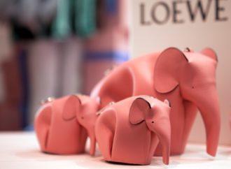 Nova kolekcija Loewe torbi u obliku šarenih slonova