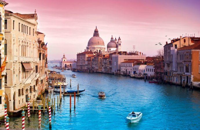 """Turisti """"izbacuju"""" stanovnike Venecije iz grada"""
