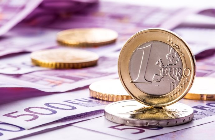 Euro stabilan iznad 1,05 dolara