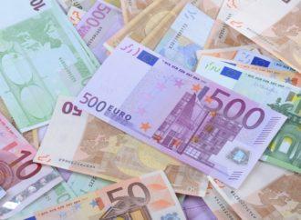 Euro pao u odnosu na dolar nakon referenduma u Italiji