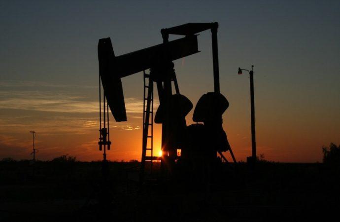 Cijena nafte porasla iznad 56 dolara po barelu