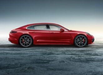 Porsche Exclusive pripremio Panameru u duhu božićnih i novogodišnjih praznika