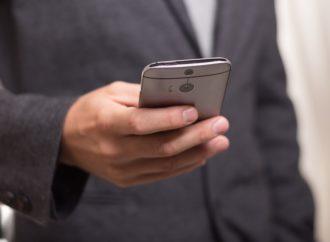 Pet milijardi ljudi koristi mobilne, а Fejsbuk uskoro dvije