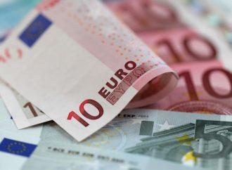 Euro klizi prema 1,05 dolara