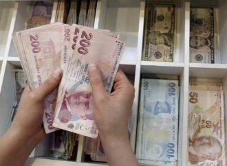 Lira i dalje u padu