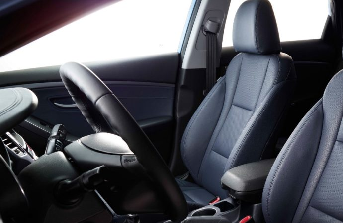 2017-hyundai-elantra-gt-int-29-black-interior