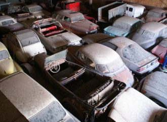 Jedna od najvećih kolekcija automobila ide na aukciju