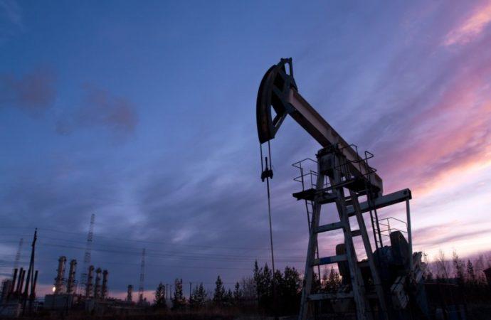 Sunovrat cijena nafte, rast zaliha