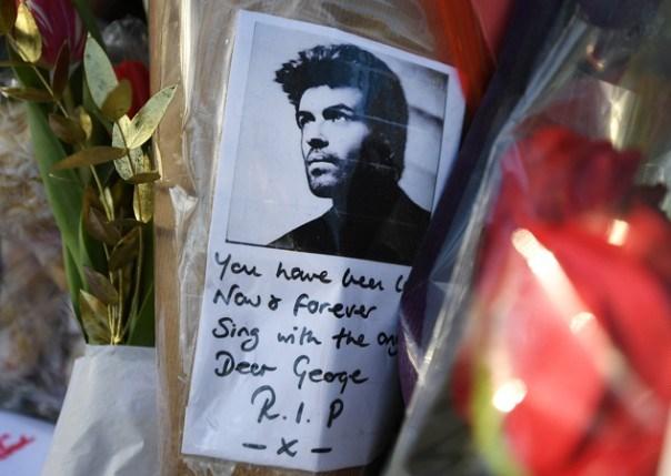 Obožavaoci su ispred njegove kuće nakon smrti danima ostavljali oproštajne poruke i cvijeće