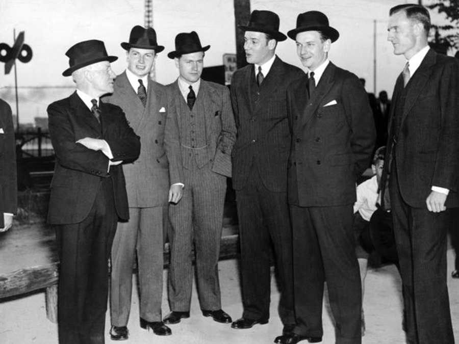 JOHN D ROCKFELLER JUNIOR ET SES CINQ FILS DAVID,NELSON, WINTHROP, LAWRENCE S. AND JOHN D. III TARRYTOWN USA 25 MAI 1937