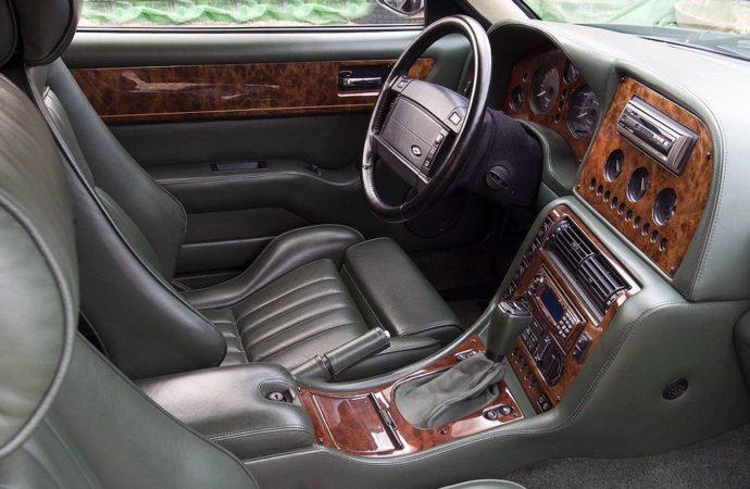 Aston Martin karavan3