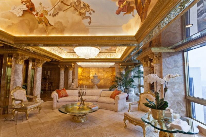 Trampovim apartmanom na Menhetnu takođe preovladava zlatna boja