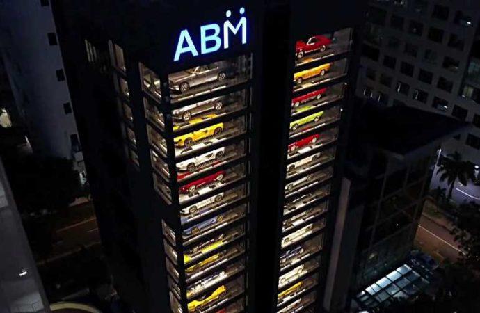 U Singapuru postoji automat za prodaju luksuznih automobila