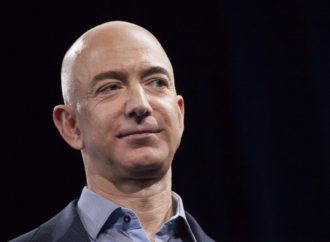 Bezos za sat zaradi 11 miliona, njegovi radnici 12 dolara