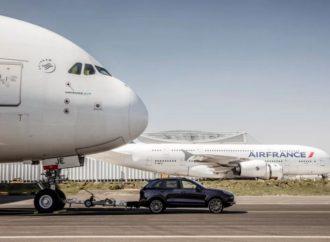 Porsche Cayenne oborio Ginisov rekord: Vukao Airbus A380 težak 285 tona