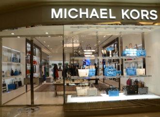 Michael Kors zatvara više od 100 radnji nakon gubitka u 1Q