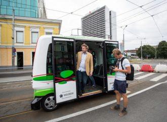 Estonce voze minibusevi bez vozača