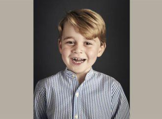 Princ Džordž prvi put pred kraljevskim fotografom