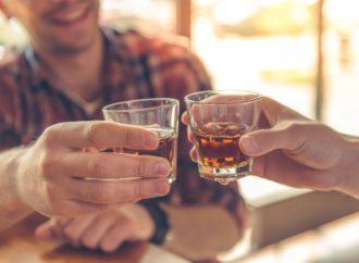 Povećanjem cijene alkohola protiv prekomjernih opijanja