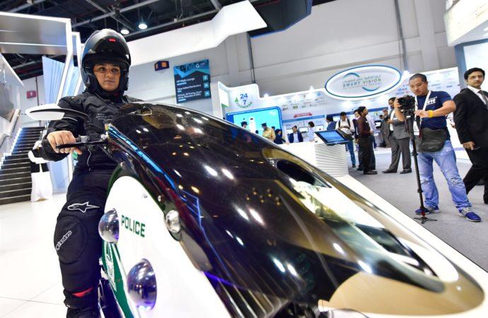"""Policajci u Dubaiju od sada i na """"letećim motorima"""""""