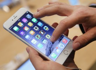 Čak se i praznična kupovina seli na mobilne telefone