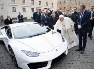 Prodaje se papin Lamborghini, kao nov