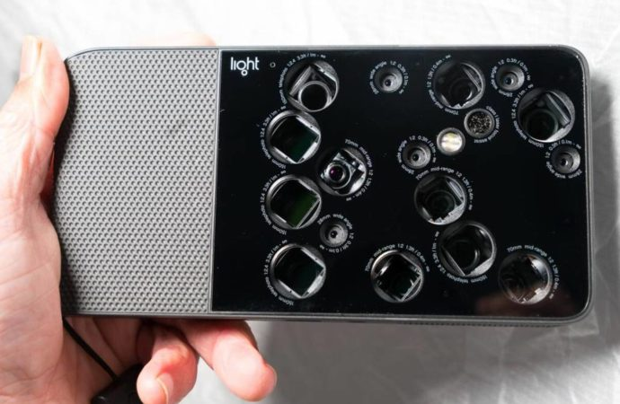 Američka kompanija radi na jedinstvenom telefonu sa devet kamera